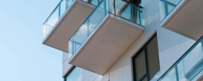 Balkons van onderen